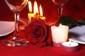 joyeuse-saint-valentin-bougie-roses-vin-1